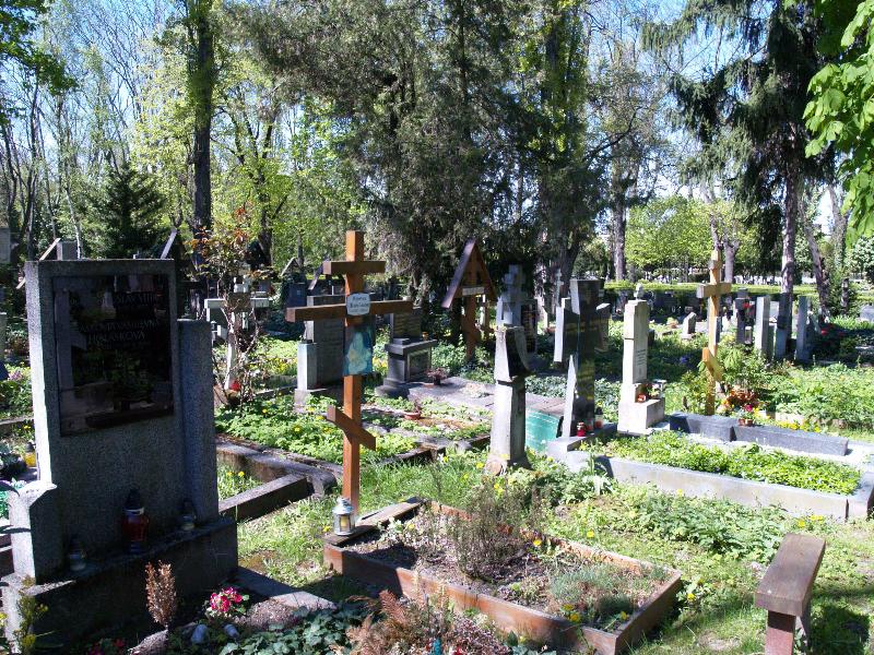 Вид могили Ілька та Марти Шеленків збоку.