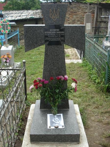 Петлюрівський хрест на могилі полковника Армії УНР Вротновського-Сивошапки