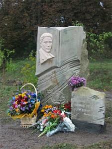 Пам'ятник Юрію Горліс-Горському у с. Мельники