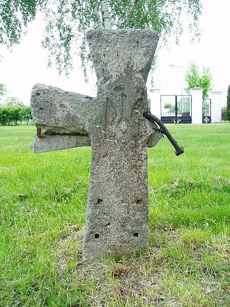 Хрест на могилі воїна Армії УНР. Щипіорно. Польща.