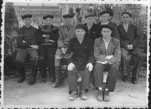 В. Пірус - у першому ряду, крайній справа. Мордовія, СРСР. 1964 р.