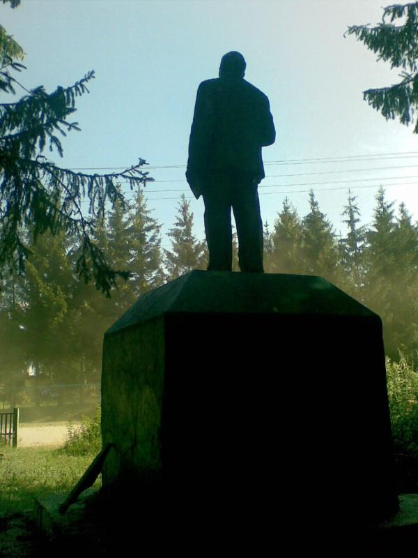 На відміну від православного цвинтаря, Леніна селяни вирішили не чіпати