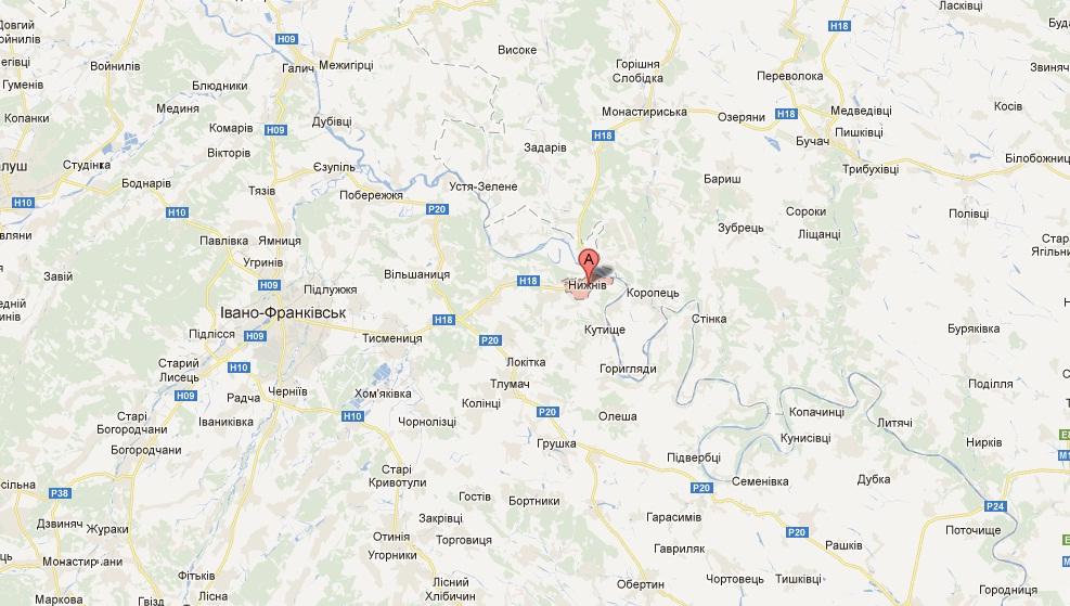 До Нижнева можна дістатися автобусом з Івано-Франківська.