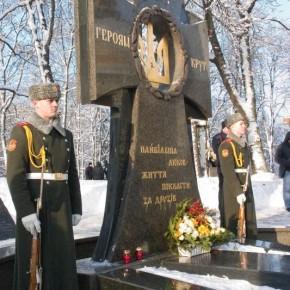 Козацький хрест Героям Крут на Аскольдовій Могилі