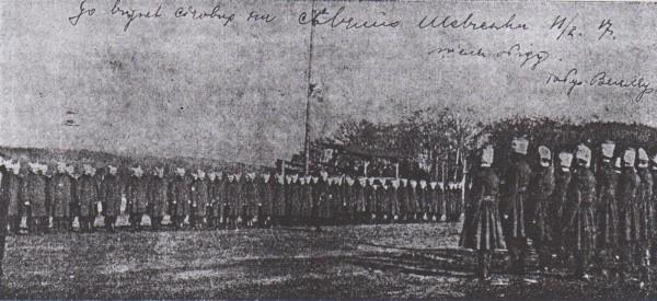 Відділ синьожупанців на вправах. Табор полонених у Вецлярі. 1917 р.