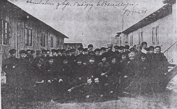 Співаки українського таборового хору у Вецлярі