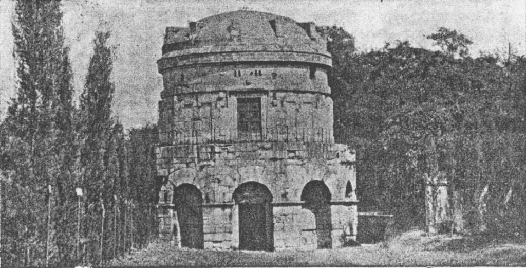 Парк туй і мавзолєй імператора Теодорика в Равенні.