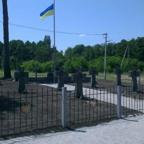 Шість могил воїнів Армії УНР на Будаївському цвинтарі по вулиці Зеленій