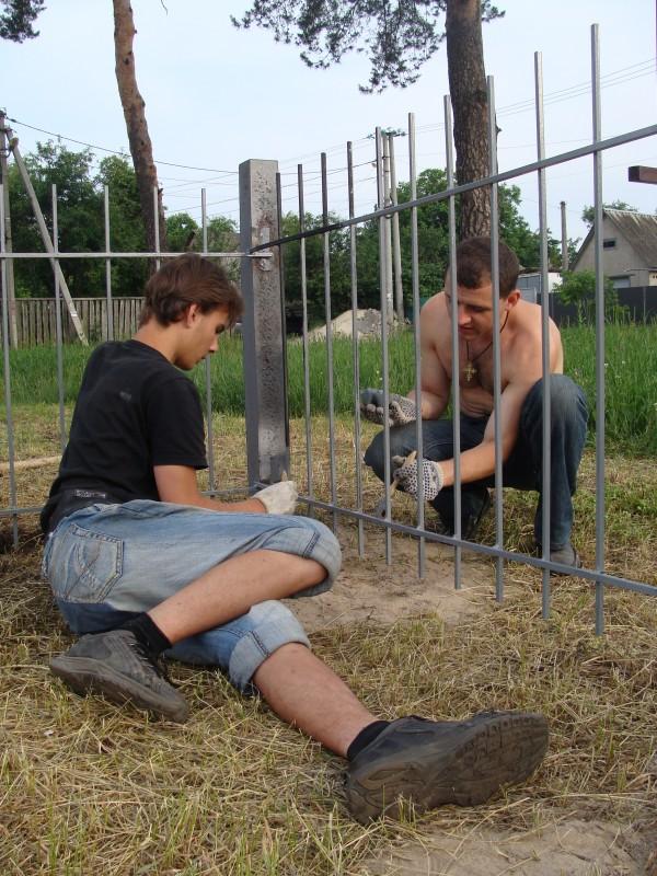 Фарбування паркану