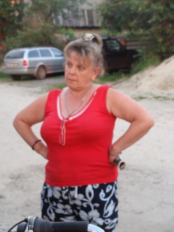 Жінка, яка погрожує знищити пам'ятники бійцям Армії УНР