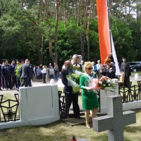 Покладення квітів депутатами польського парламенту. Фото автора статті