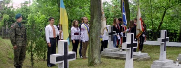 Почесна варта на Козацькій могилі в Александрові-Куявському. Фото автора статті