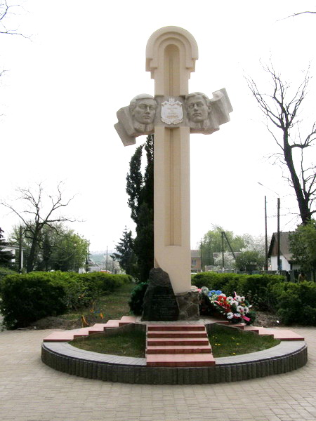 Пам'ятник сотникам Миколі Загаєвичу та Федору Чернику, встановлений на залізничній станції Борова, Київської області