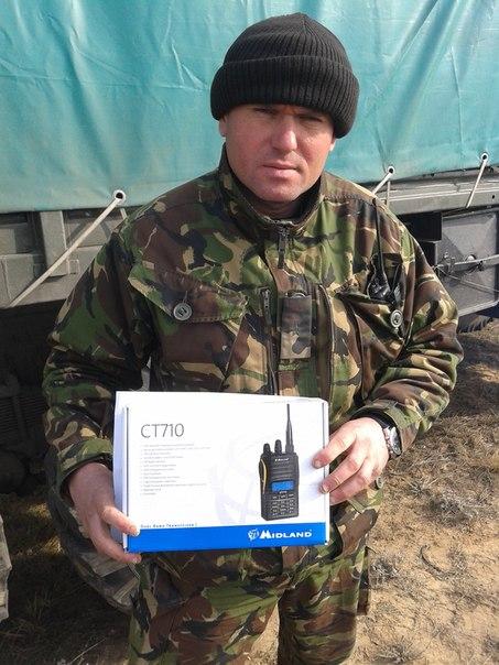 Офіцер Збройних сил України з новими радіостанціями