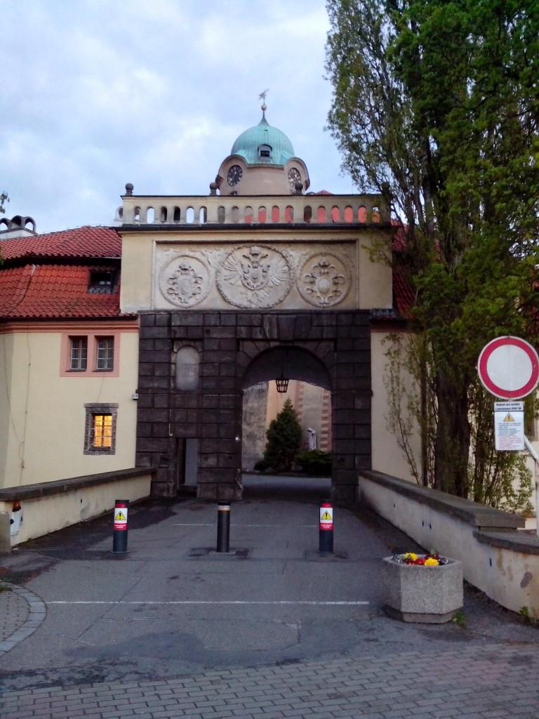 Подєбрадський замок (тут розташовувалась Українська господарська академія), вхідна брама.