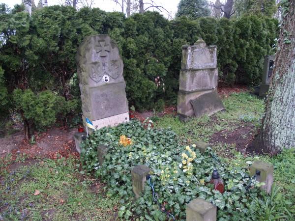 Могила полковника Фролова знаходиться під охороною Уряду Чехії.