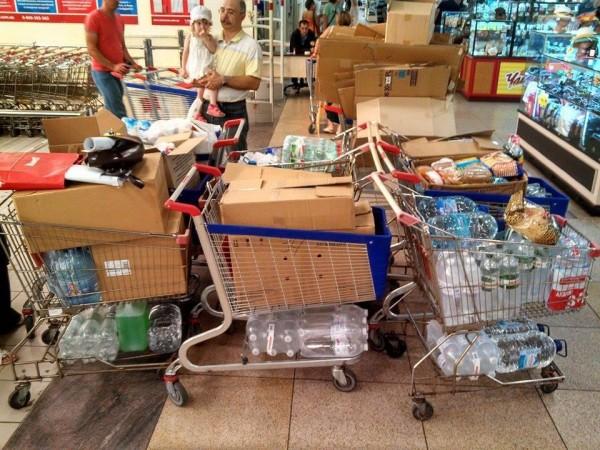 Дніпропетровські волонтери за один день зібрали 6 візків допомоги для ЗСУ