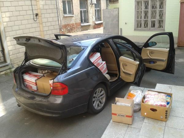 """Продукти зібрані нашими волонтерами у столичному """"Фуршеті"""" для потреб фронту"""
