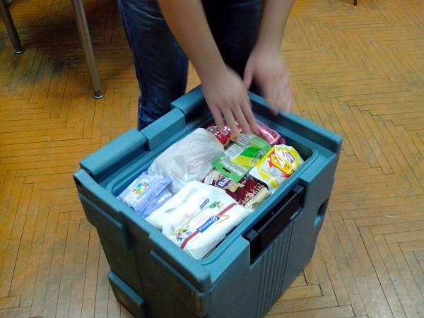 Посилка в боксі для зберігання продуктів\ліків