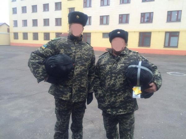 Бійці ДПСУ, напередодні виїзду в зону бойових дій
