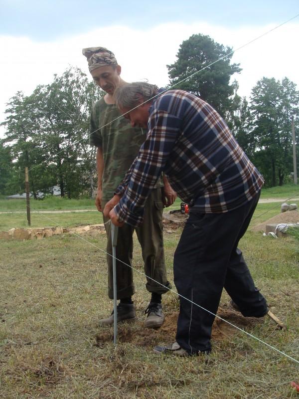 В роботі над лунками для стовпів