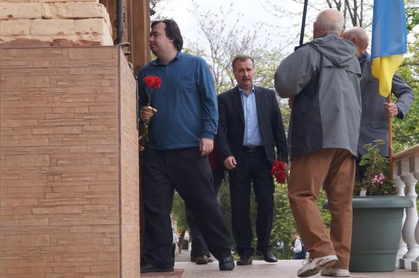 Вшанувати Івана Терлецького прийшов міський голова В. Миколаєнко
