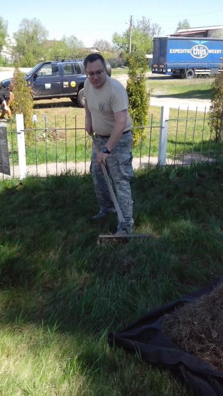 Олег Западнюк (на цьому кладовищі поховані і його родичі)