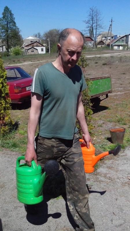 Поливаємо газон