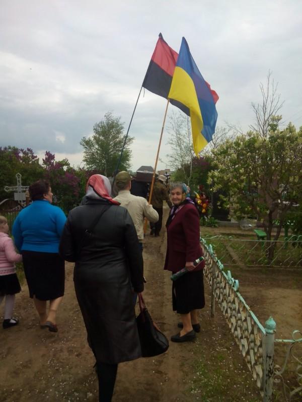Ховали пана Івана під державним та оунівським прапорами