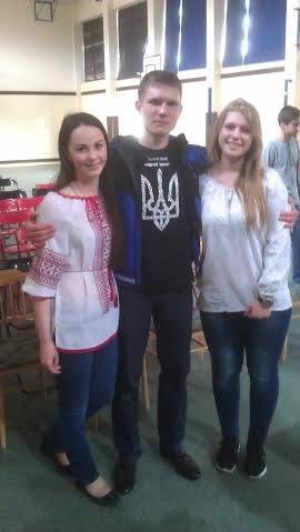 Євген Ппопов з ученицями українського ліцею у Гурові Ілавецькому