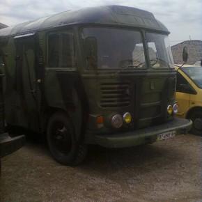 Військовий автобус