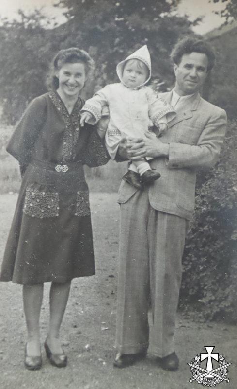 Емілія та Яків Балабани зі своїм первістком Зиновієм. Нью-Йорк, кінець 1940 - початок 1950 років.