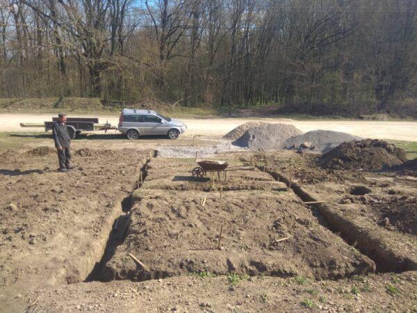 Земельні роботи, підготовка до встановлення опалубки. 28 квітня 2021 р.